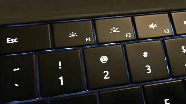 تنظیم روشنایی صفحه با کیبورد